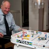 Morfar Björn testar årets största julklapp